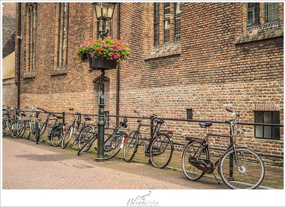 Bicycles lined up against the wall of the Oude Kerk.